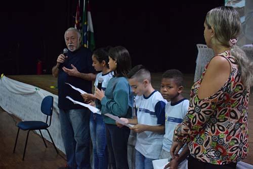 Projeto de leitura recebe escritor Edson Garcia em Boraceia
