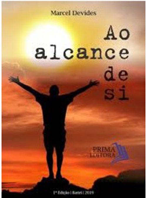 Marcel Devides lança seu 4º livro
