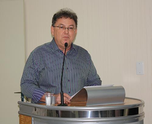 Neto Leoni diz que tenta superar tempos de crise com austeridade na gestão