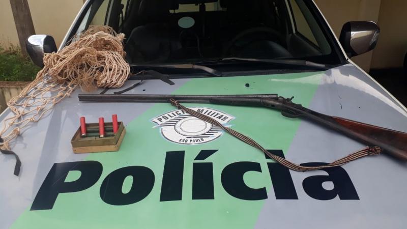 Pederneiras: PM Ambiental apreende arma e redes para caça