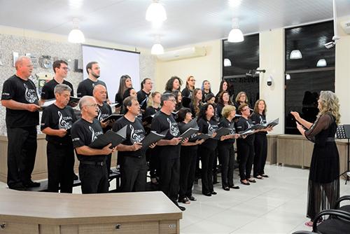 Coral Em Canto retorna com repertório de MPB e músicas natalinas
