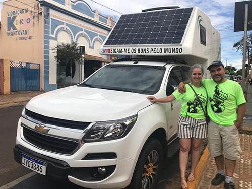 Casal de Pelotas viaja 1.400 km para conhecer o Museu Mário Fava