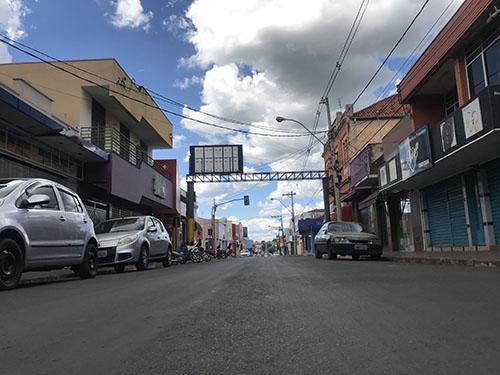 BARIRI: Prefeito suspende funcionamento do comércio, serviços, bares e igrejas