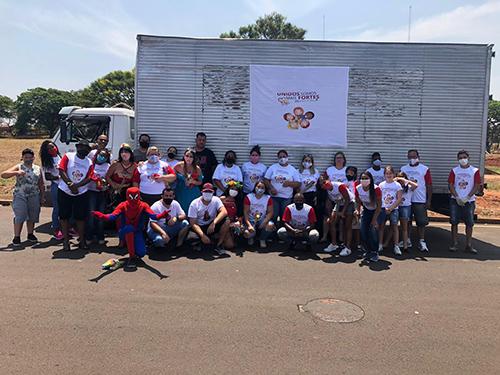 Voluntários se unem e entregam mais de mil brinquedos em Bariri