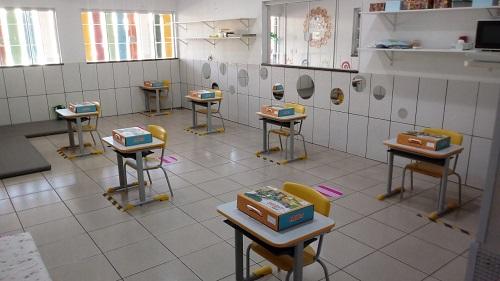 Escolas estão com retorno pronto, mas liminar proíbe aulas presenciais