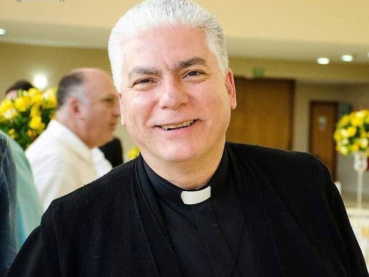 Padre Carlos Alberto recebe alta hospitalar