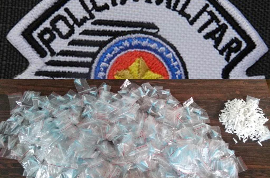 BARIRI: PM detém jovem com mais de 1,3 mil microtubos de cocaína e crack