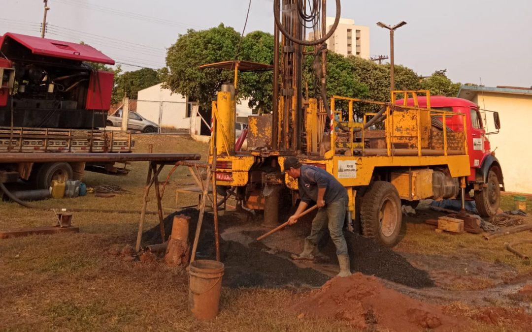 Empresa inicia recuperação de poço na Rua 7 de Setembro