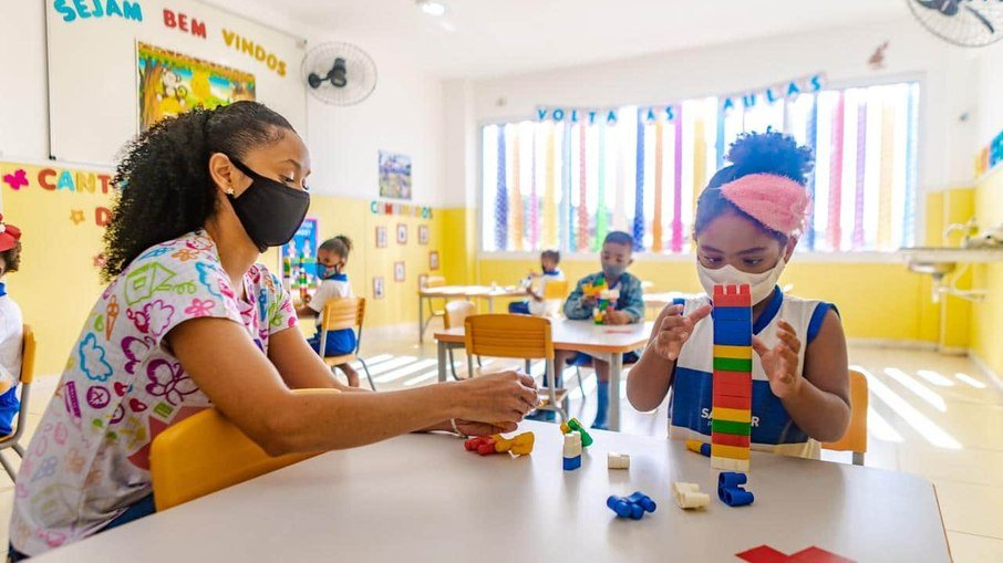 Governo de SP torna obrigatória a volta às aulas presenciais para alunos